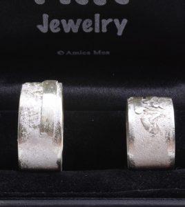 Trouwringen in 925 zilver met ruwe afwerking - Atelier aan 'Twater